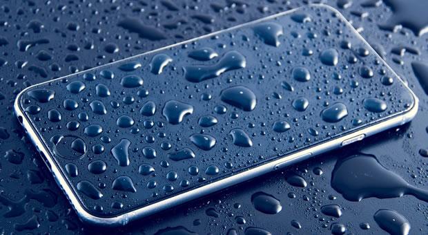 Riparare smartphone caduto in acqua